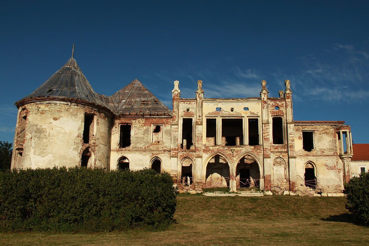The Haunted History of Banffy Castle, Romania